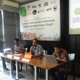 "RINGKASAN LAPORAN ""Indonesia's Legal Timber Supply Gap and Implications for Expansion of Milling Capacity"""