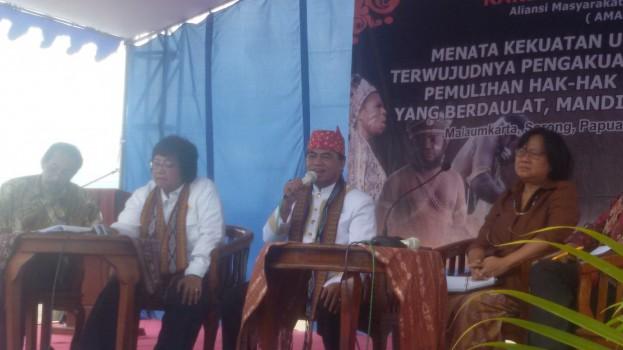 Perwakilan pemerintah dan negara yaitu Sandra Moniaga (Komisioner Komnas HAM), Siti Nurbaya (Menteri LHK), Susilo (Dirjen Otonomi Daerah, Kemendagri) berdislog langsung dengan masyarakat adat Nusantara.