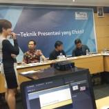 """Foto: Pelatihan Komunikasi """"Teknik Presentasi yang Efektif"""" bersama Prita Laura di Jakarta"""