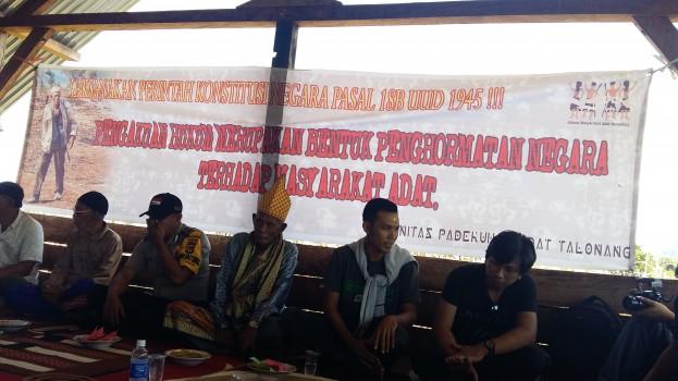 Diskusi bersama Kepala dan Masyarakat Padekuhan Adat Talonang
