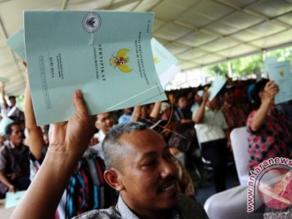 Three years on, land reform program falls short of target