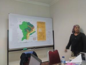 (Peneliti Sajogyo Institute Siti Maemunah menjelaskan wilayah Adat Punan Dulau telah dimasukkan sepenuhnya ke dalam wilayah konsesi PT Intracawood)